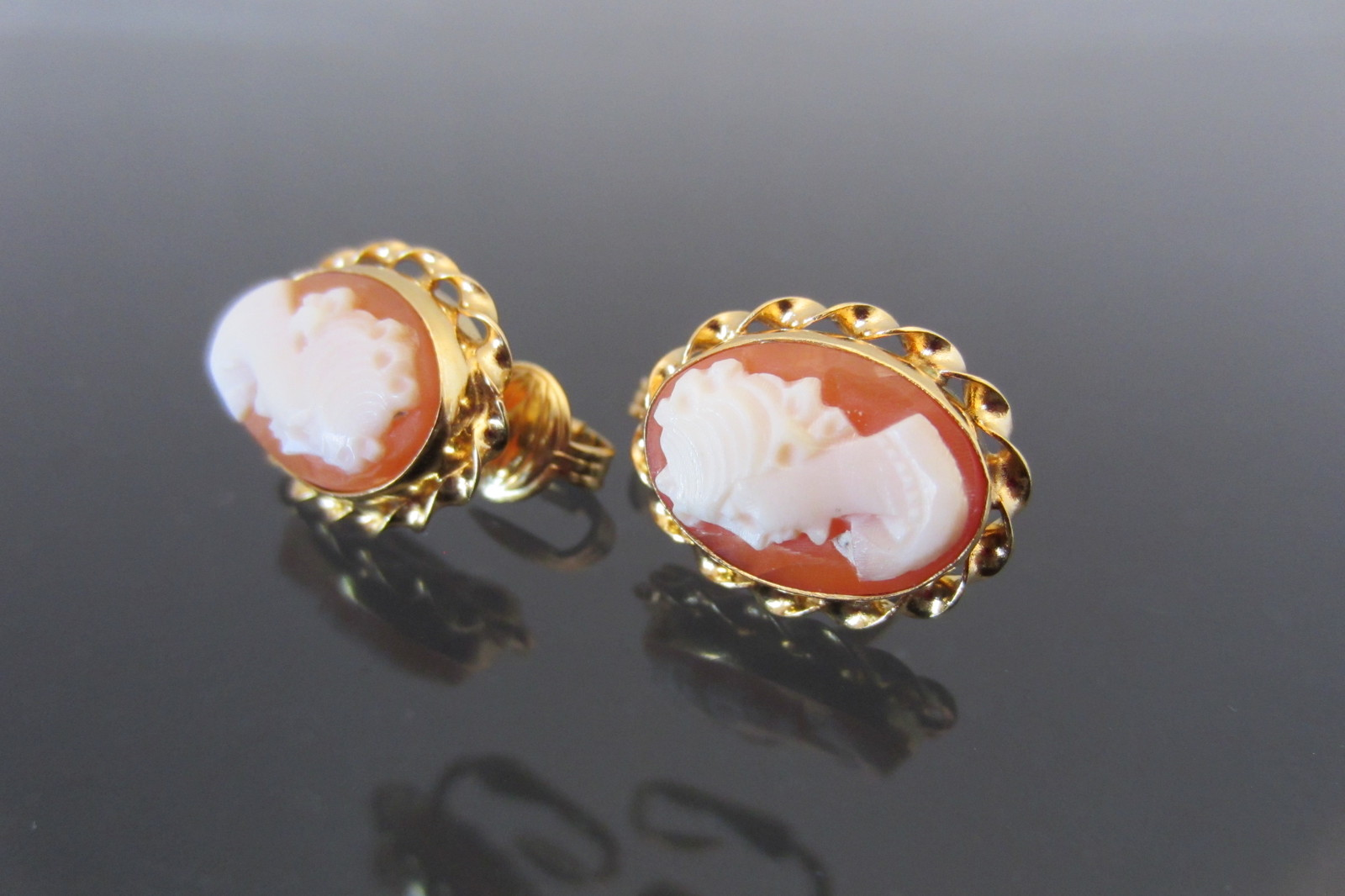 Vintage 14K Solid Yellow Gold Shell Cameo Clip on Earrings