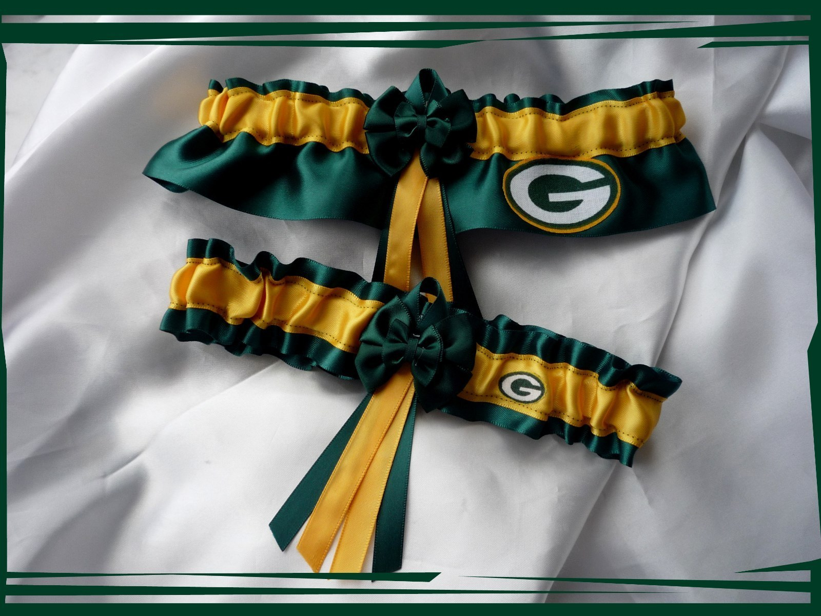 Primary image for Green Bay Packers Green Satin Double Bow Wedding Garter Set