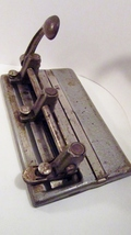 Steel_three-hole_punch_1950s_master_series_1000_made_in_usa_01_thumb200