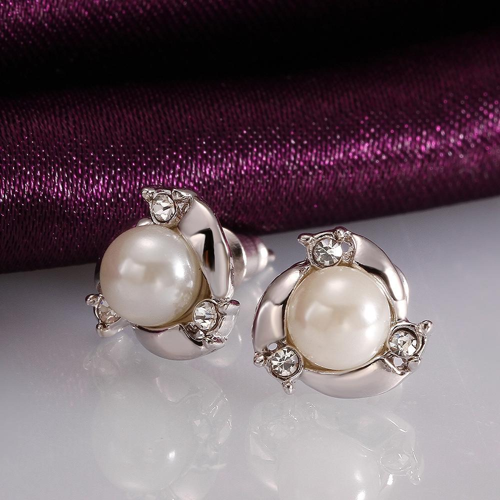 Flower Stud Earring with Big Central Pearl for Women