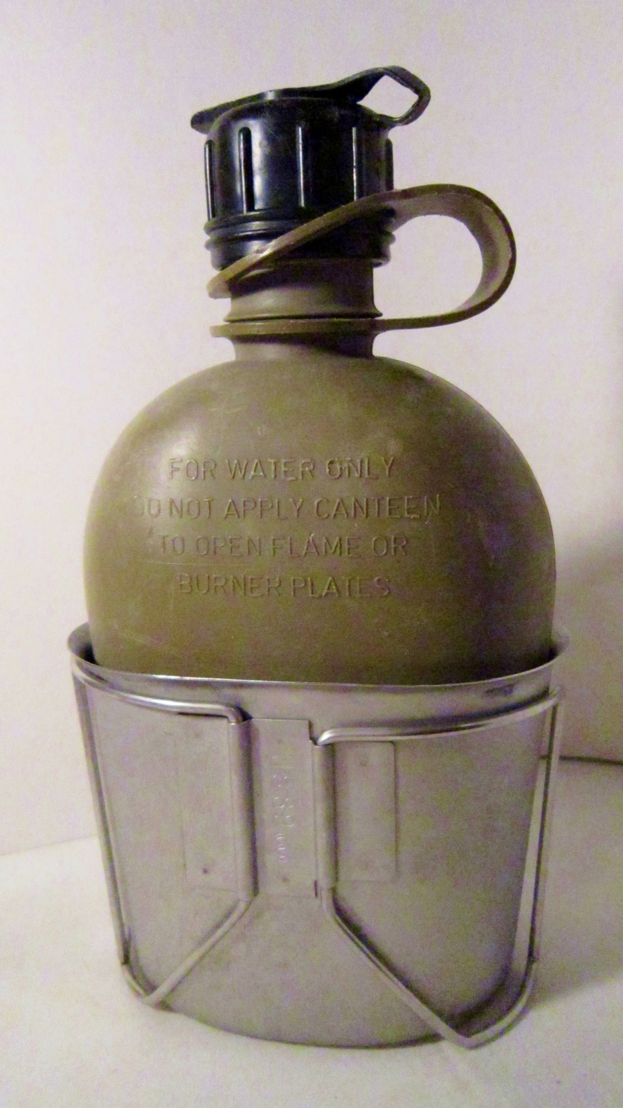 Canteen and metal cup us military 1980s 01