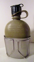 Canteen and metal cup us military 1980s 01 thumb200
