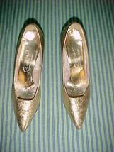 "Originals By Kinney Princess Brite Gold 2.5""  Pump 6.5 A;Vintage Classic Style - $9.99"