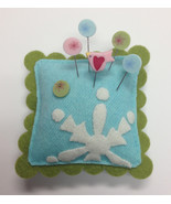 "Frost Sliders on Ice Mini Pincushion Kit 4"" cro... - $19.50"