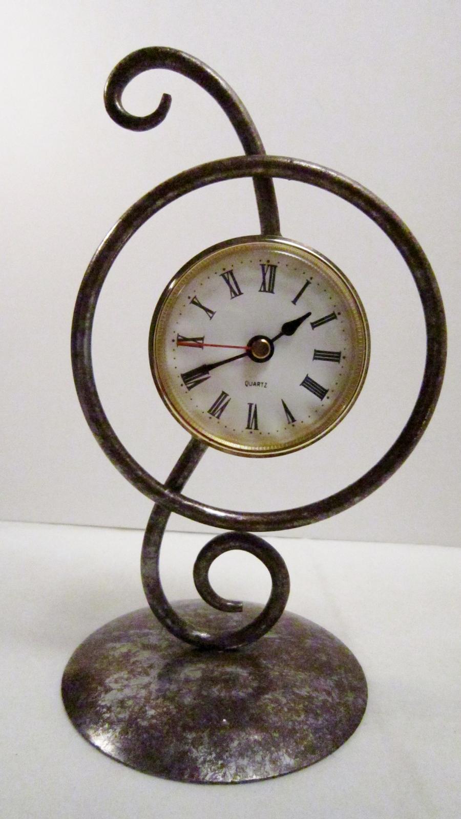 Desk top free standing metal clock 01