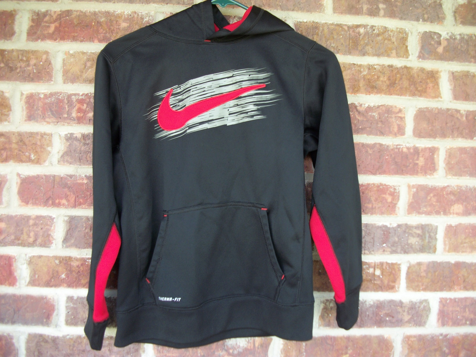 b0419ff42ae325 Boys Black and Red Nike Thermafit Hoodie and 50 similar items