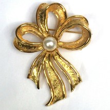 Napier Bow Ribbon Brooch Pin Goldtone Faux Pearl 2.25 Inch Tall 1980s Vi... - $11.88