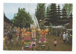 Bali Temple Festival Taman Ayun Vendors Vtg Indonesia Postcard 4X6 - $6.49