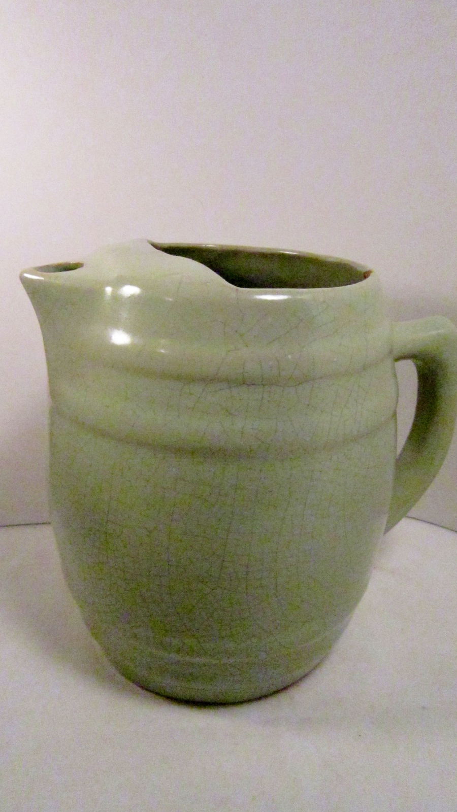 Uhl pottery green barrel pitcher with ice lip 02