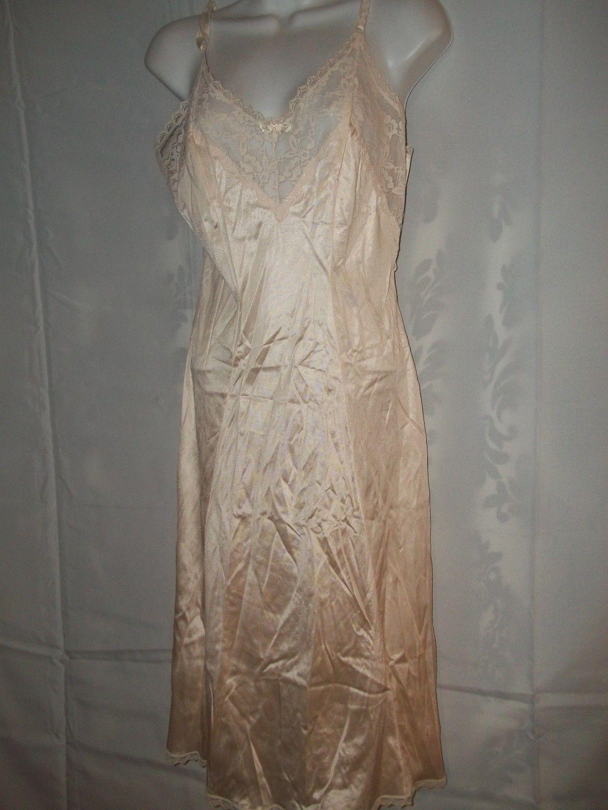 Vintage Ladies Size 32 Maidenform Ivory Lace Full Slip NWOT - $15.83