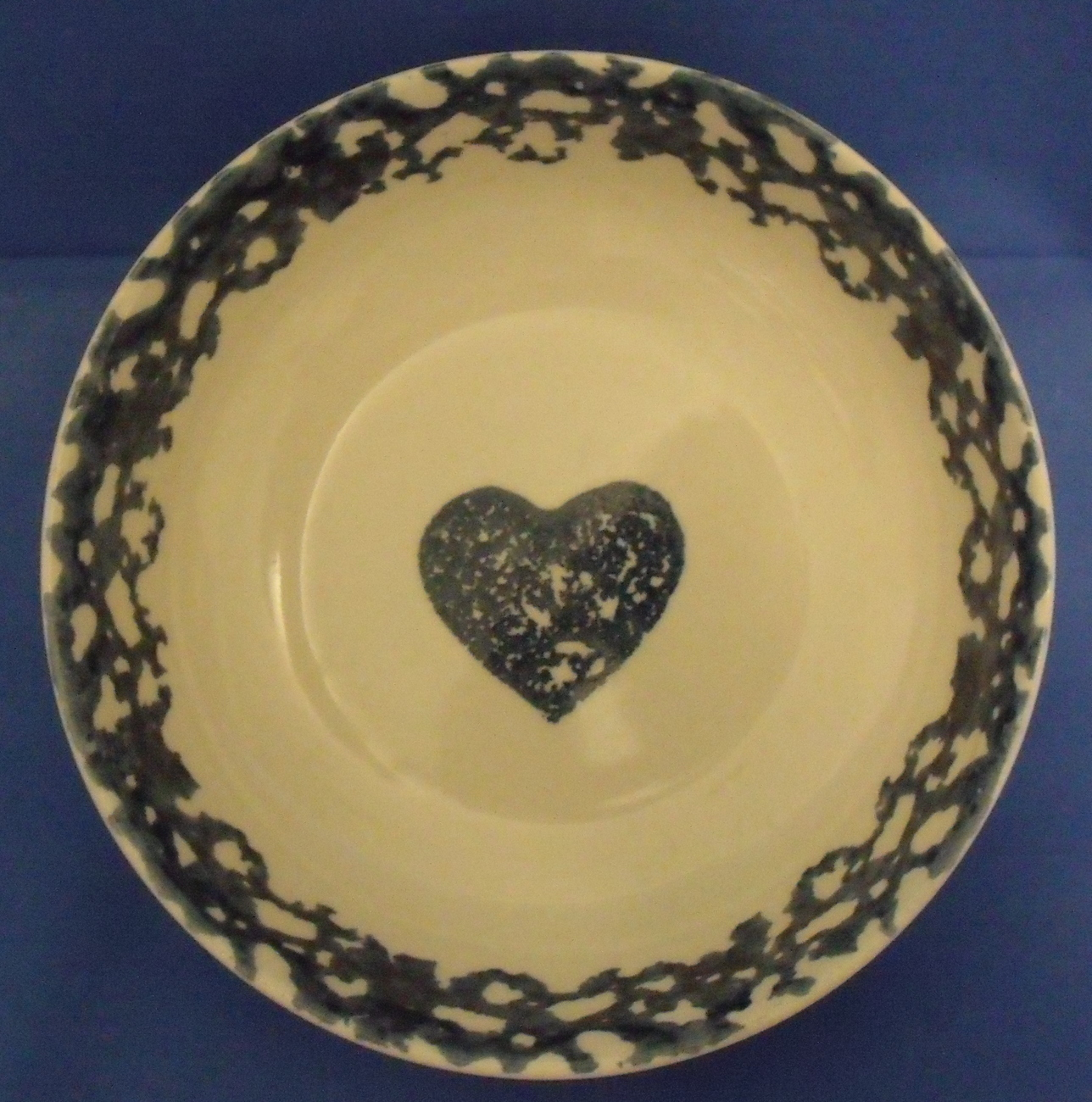 Folk craft hearts ceral bowl blue