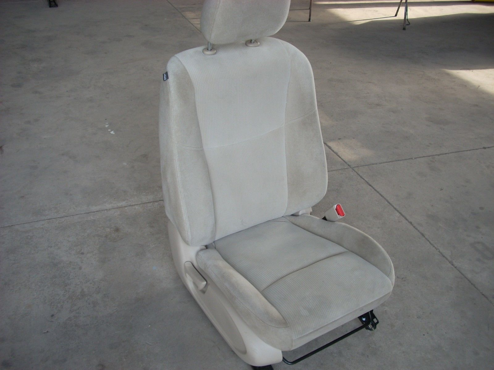 1898  right front seat with airbag 1898  pic 2