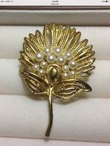 Brooch or Pin Flower Design With Simulated Pearls Gold Tone Metal. - $6.95
