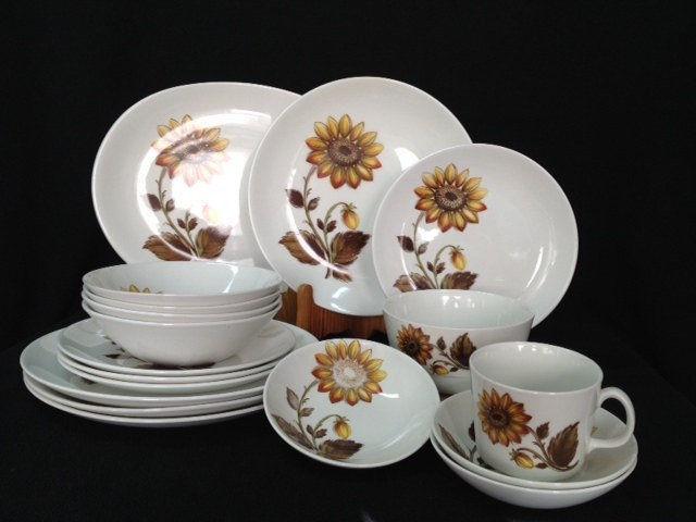Johnson Brothers England Sunflower SNOWHITE and 10 similar items