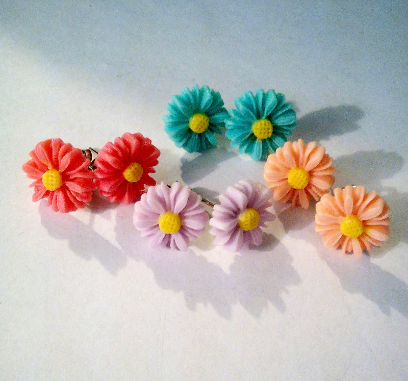 Four Pairs Of Dainty Resin Daisy Earrings