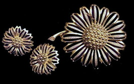 "Sarah Coventry 1968 ""Daisy Mae"" Set of Brooch and Earrings - $17.95"