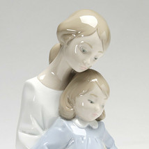 Nao by Lladro 02001429 A MOMENT WITH MOMMY Porcelain Figurine Glased New  - $113.85