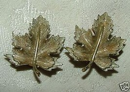 1960s Vintage Sarah Coventry Clip Earrings Double Maple Leaves - $10.00