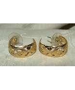 Vintage 1970s Yellow GOLD Plated Heart Filagree Hoop Earrings - $25.00