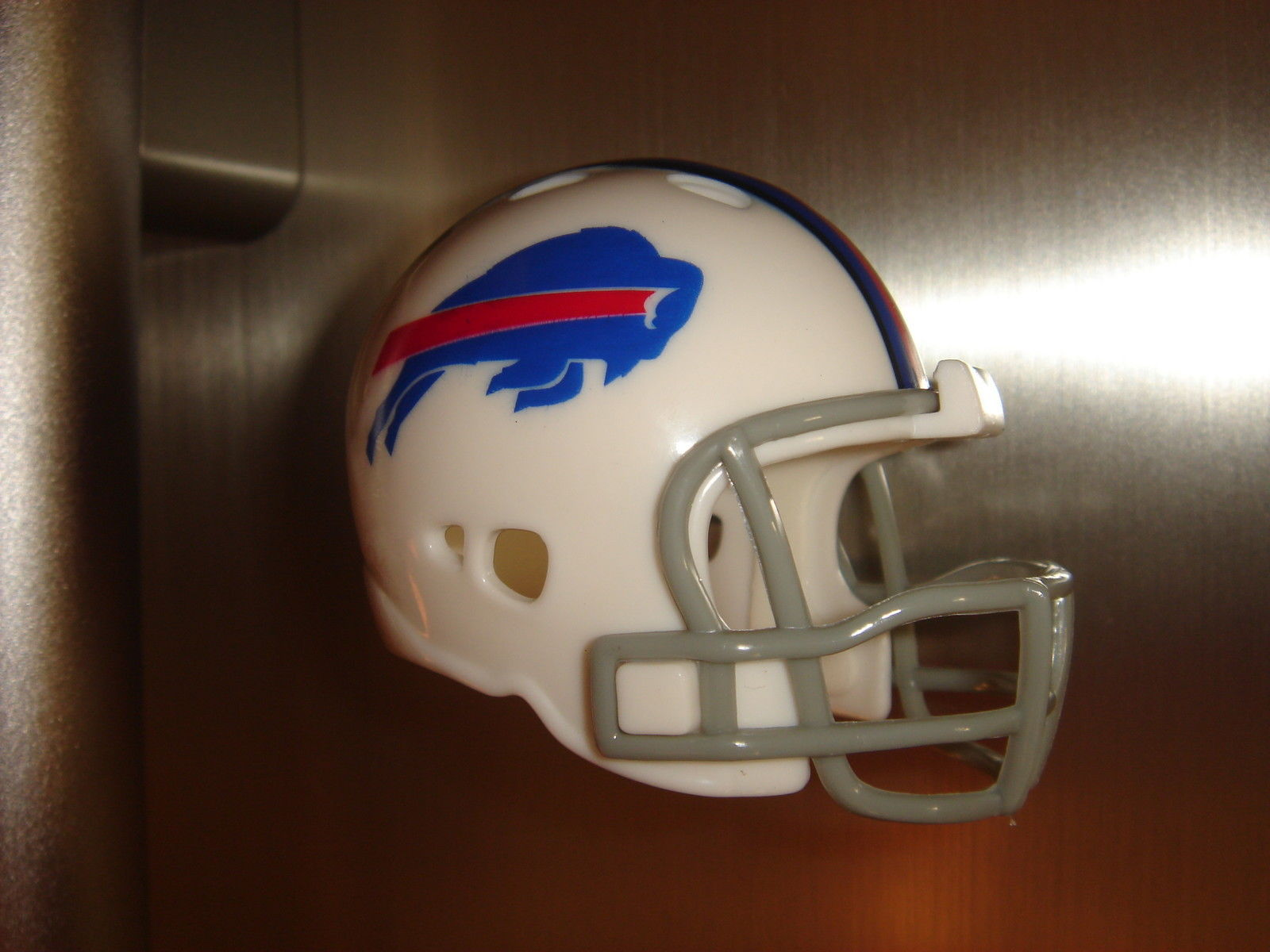 BUFFALO BILLS FRIDGE REFRIGERATOR STRONG MAGNET NFL FOOTBALL HELMET