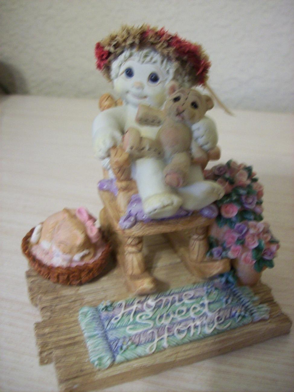 "2000 Dreamsicles ""Love Makes A Home"" Figurine"