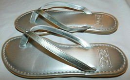 UGG Australia Silver Leather Sandals Size 5 Brand New - $40.49