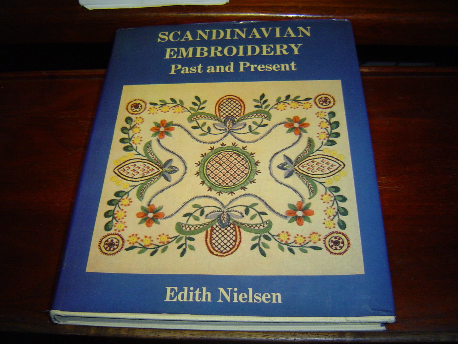Primary image for SCANDINAVIAN EMBROIDERY Past and Present by Edith Nielsen (1978) HARDCOVER