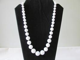 Trifari Retro / Vintage White Lucite Beaded Necklace - $298,36 MXN