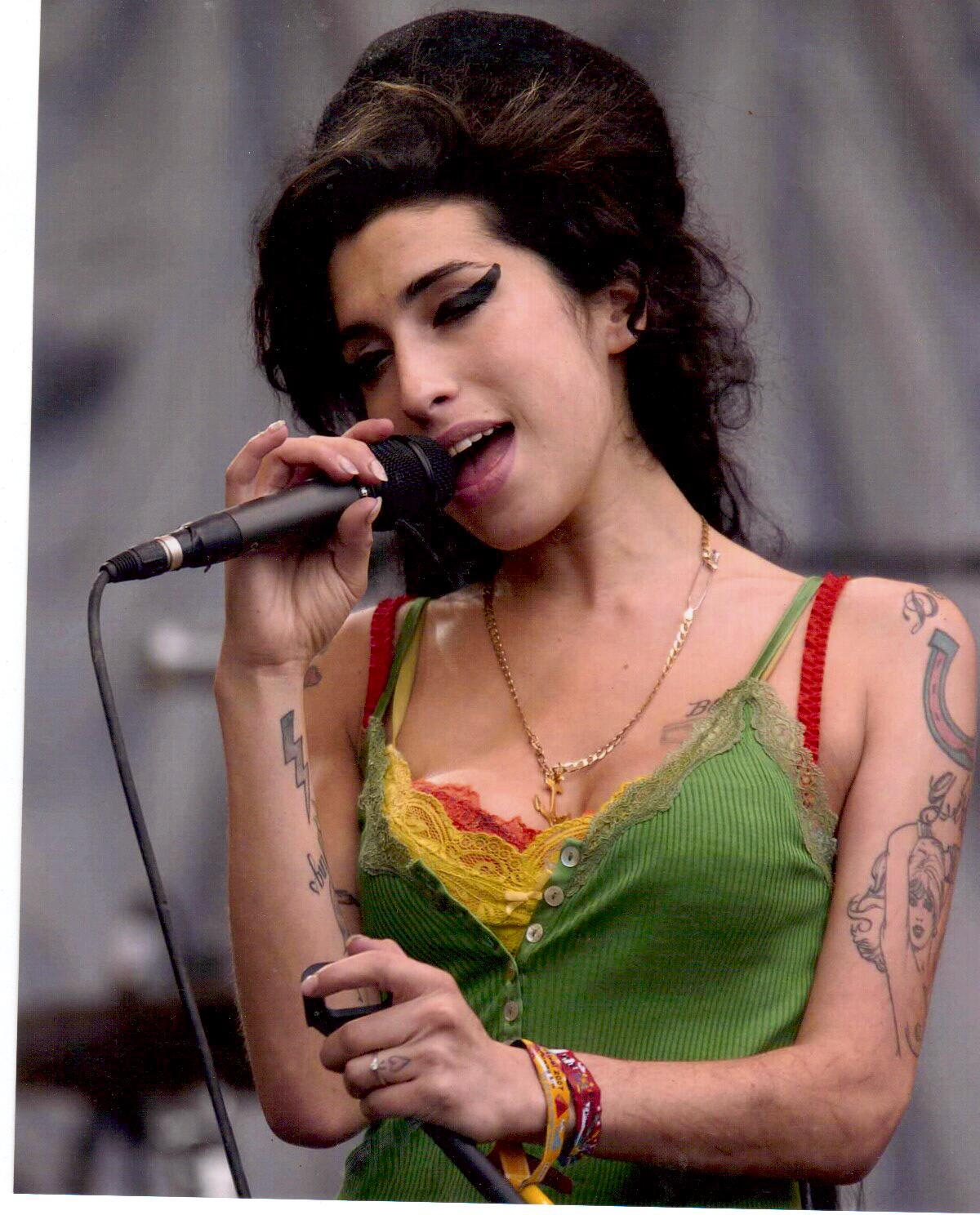 Primary image for Amy Winehouse Vintage 8X10 Color Music Memorabilia Photo