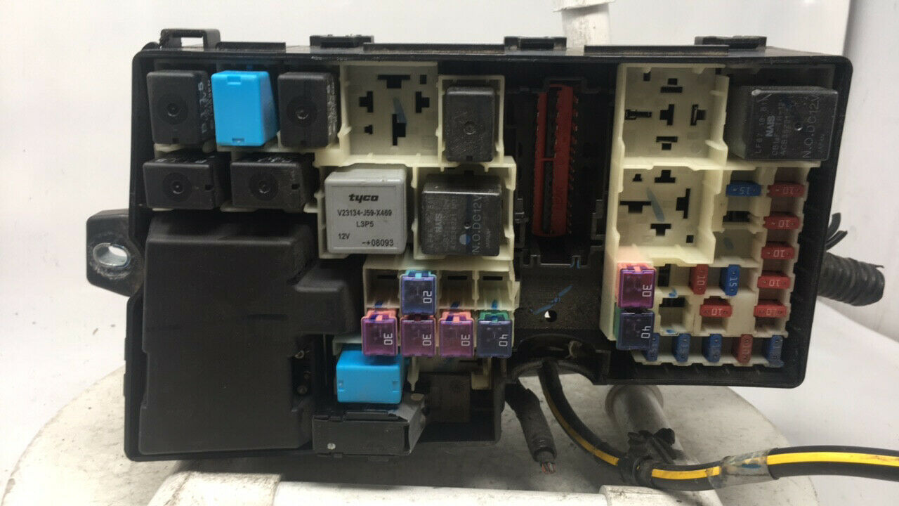 2004-2009 Mazda 3 Fusebox Fuse Box Relay Module 3m5t-14a142-ab 23978   Controls