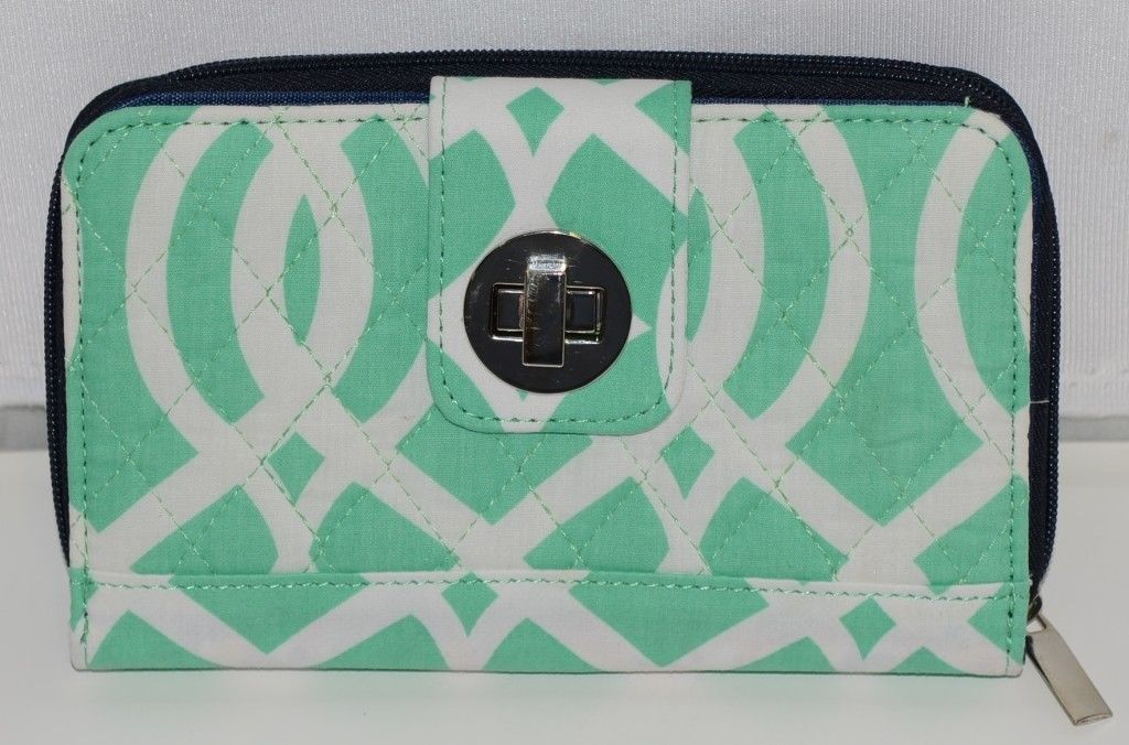 NGIL BIQ517MINT Quilted Bifold Wallet Mint Green and White