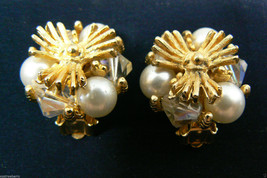 VINTAGE GOLD TONE METAL CRYSTAL & PEARL FAUX FLOWER CLIP ON EARRINGS - $28.79