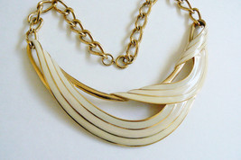 VINTAGE TRIFARI SIGNED GOLD TONE CREAM IVORY COLOR ENAMEL NECKLACE - $103.20