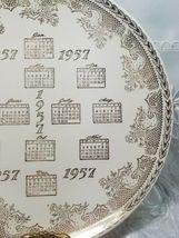 """VINTAGE 10"""" Porcelain Collector Plate 1957 CALENDAR 22 KT ADVERTISING GATELY'S image 3"""