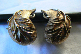 VINTAGE SARAH COVENTRY COV  LEAF CLIP ON EARRINGS SIGNED - $23.20