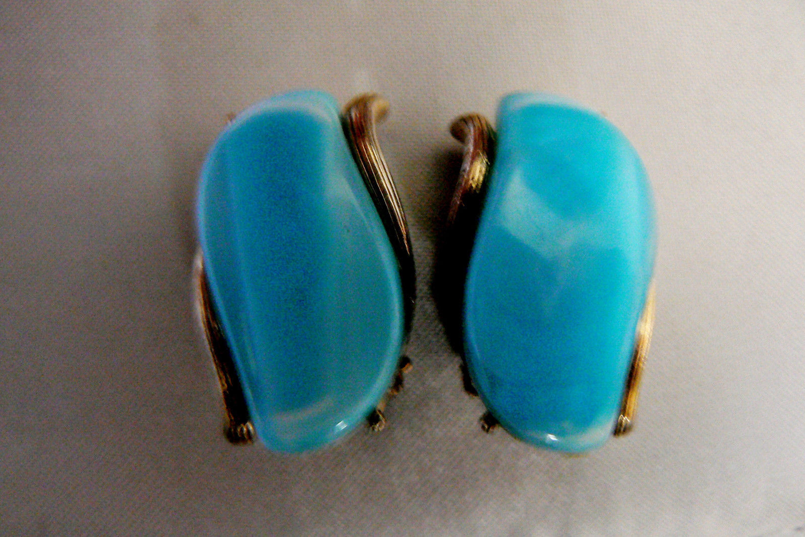 Primary image for VINTAGE AQUA BLUE THERMOSET SILVER TONE CLIP ON EARRINGS