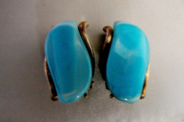 VINTAGE AQUA BLUE THERMOSET SILVER TONE CLIP ON EARRINGS - $31.20