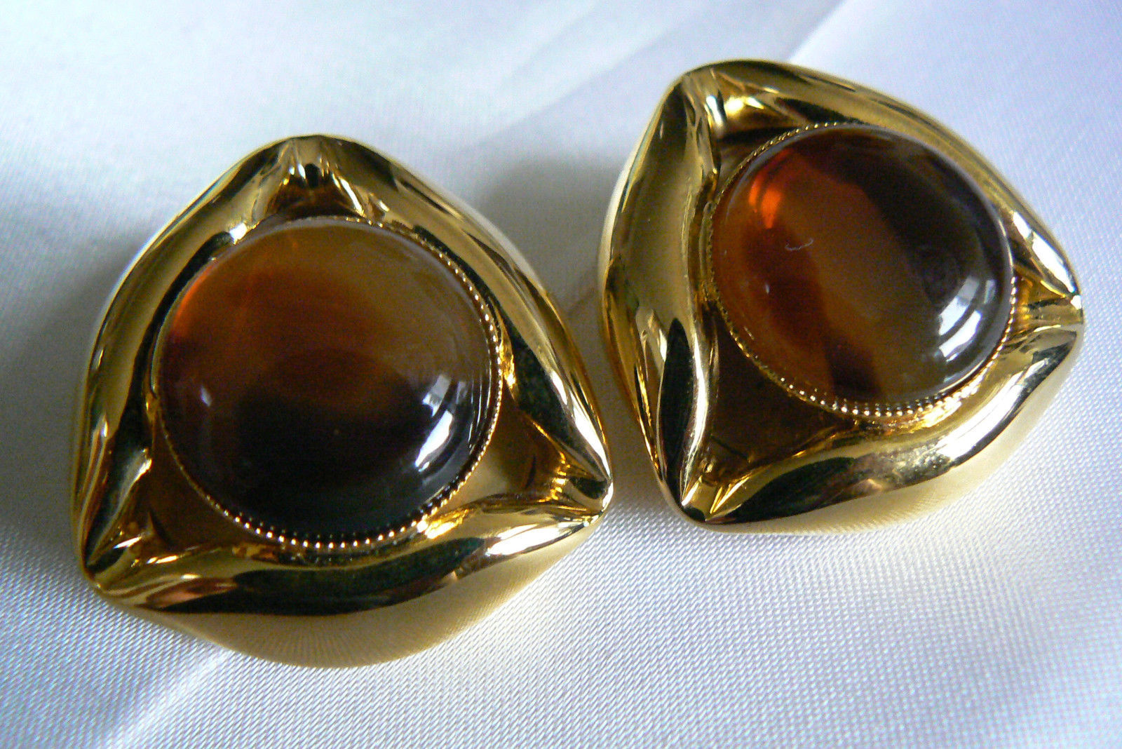 Primary image for LARGE GOLD TONE METAL AMBER COLOR STONE FASHION CLIP ON EARRINGS