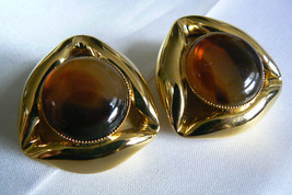LARGE GOLD TONE METAL AMBER COLOR STONE FASHION CLIP ON EARRINGS - $20.00