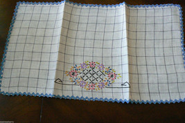 "VTG White Cotton linen Table runner Floral  Embroidery Floral 20.5"" x 11"" - $35.00"