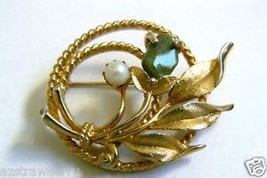 SARAH COV COVENTRY GOLD TONE PEARL FAUX JADE PIN BROOCH - $39.95