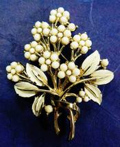 VINTAGE CORO GOLD TONE METAL FLORAL FLOWER BOUQUET PIN BROOCH - $69.95