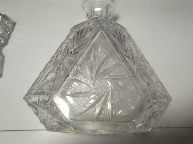 IMPERLUX ELEGANT CUT TO CLEAR VNTG DECANTER~~pinwheel~star of david cutting~~