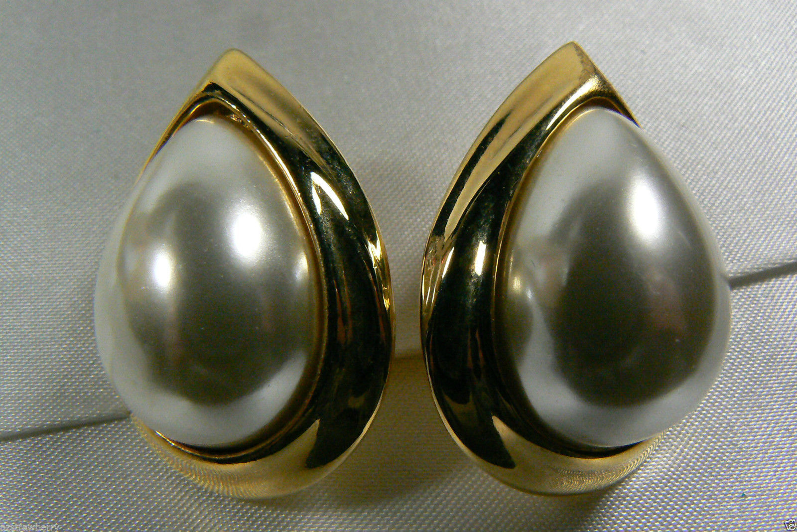 NAPIER ELEGANT GOLD TONE WHITE PEARL FAUX TEARDROP SCREW CLIP EARRINGS