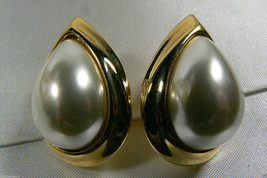 NAPIER ELEGANT GOLD TONE WHITE PEARL FAUX TEARDROP SCREW CLIP EARRINGS image 2