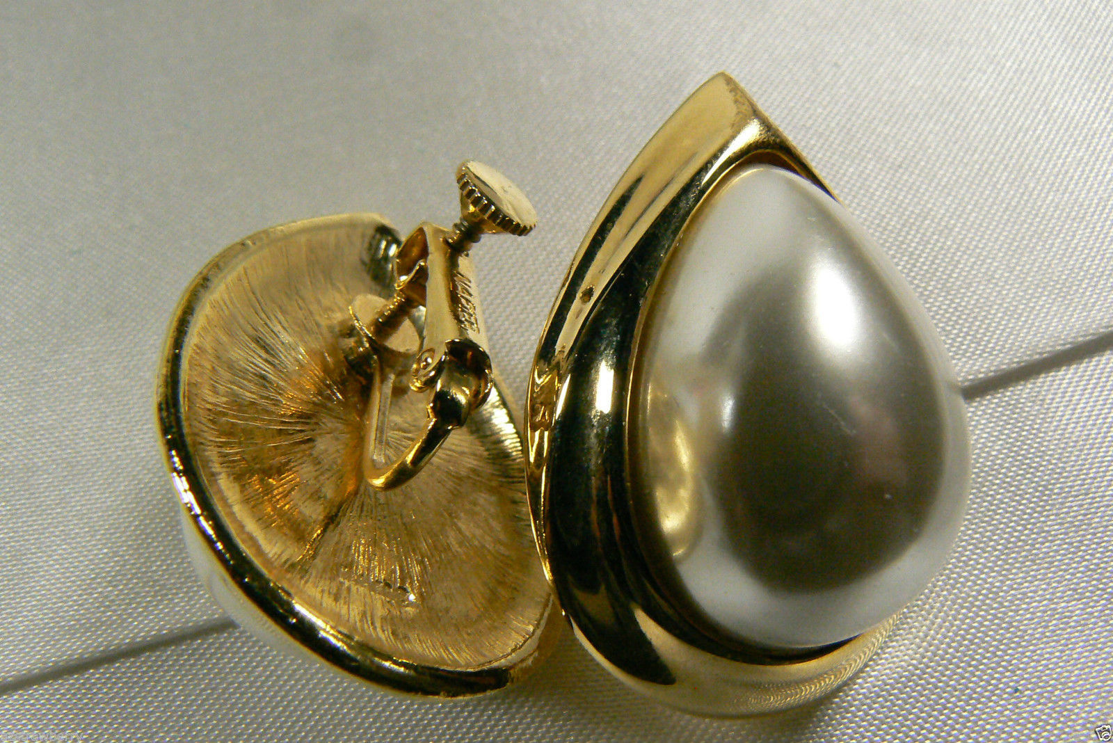 NAPIER ELEGANT GOLD TONE WHITE PEARL FAUX TEARDROP SCREW CLIP EARRINGS image 3