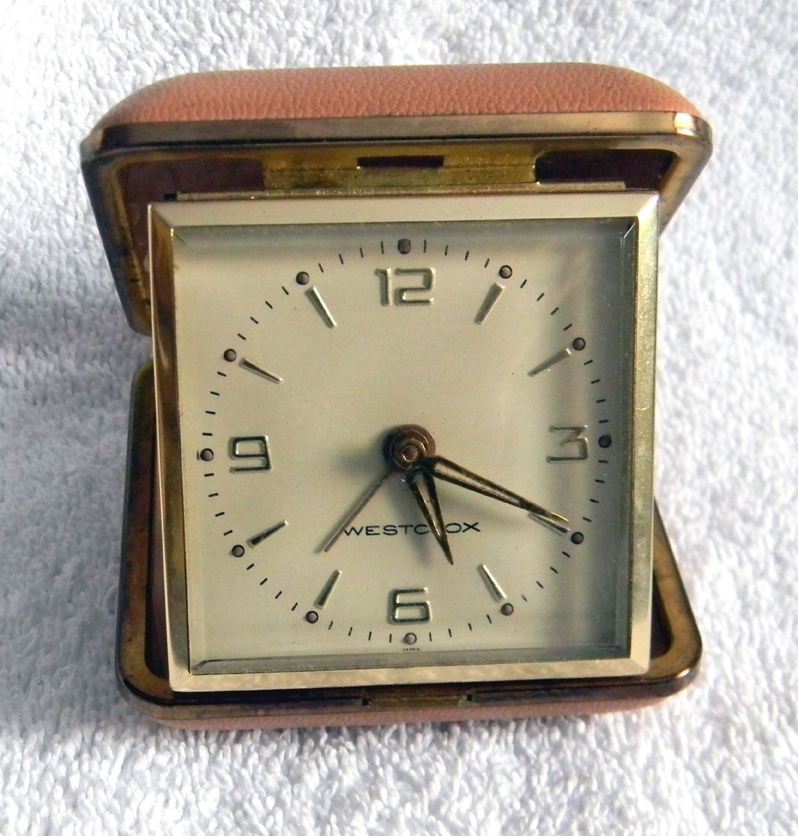 vintage westclox wind up travel alarm clock and 10 similar. Black Bedroom Furniture Sets. Home Design Ideas