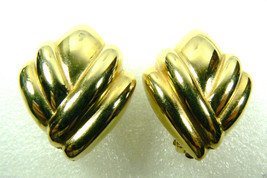 DESIGNER ST JOHN SIGNED GOLD TONE METAL CLIPS CLIP ON  EARRINGS - $76.00