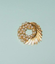 Goldtone Vintage Circle Pin with Leaves and Pearls - £12.73 GBP