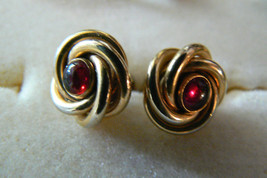 VINTAGE SWANK GOLD TONE METAL SWIRL DEEP RED COLOR STONE CUFF LINKS - $31.50